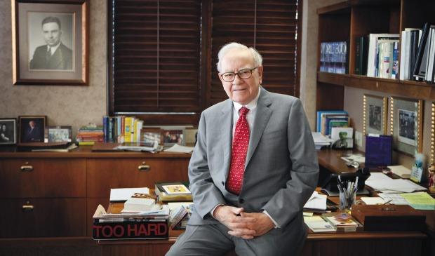 Gününün %80'i kitap okumakla geçiyor: Warren Buffett'ın önerdiği 21 kitap!